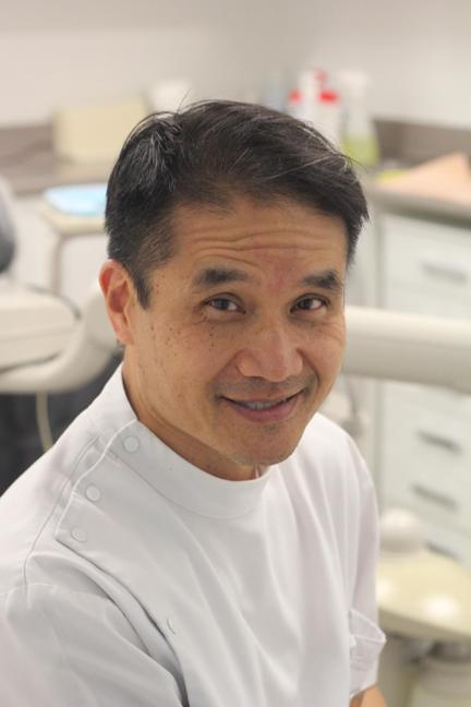 Dr John Yong Gee BDSc (Queensland)